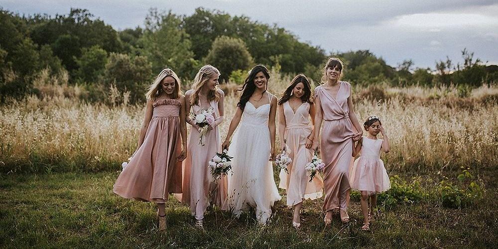 Что надеть насвадьбу, если вы гостья: 5 правил летнего свадебного дресс-кода