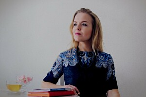 Как шить и носить вещи из павловопосадских платков: youtube-канал недели