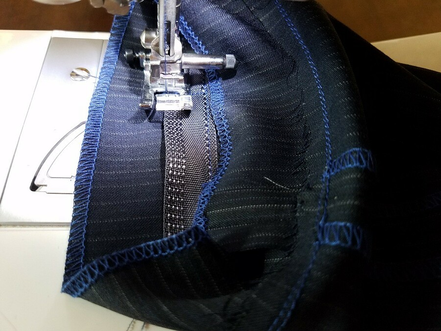 Как подшить брюки: обработка низа брюк брючной тесьмой