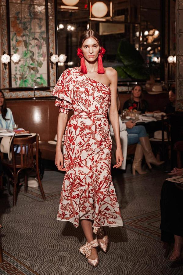 Платье недели: Джессика Бил внаряде отJohanna Ortiz
