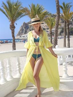 Работа с названием Желтое пляжное платье/накидка