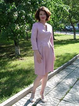 Работа с названием Платье цвета увядшей розы