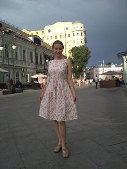 Работа с названием Платье с рельефами из 50-х