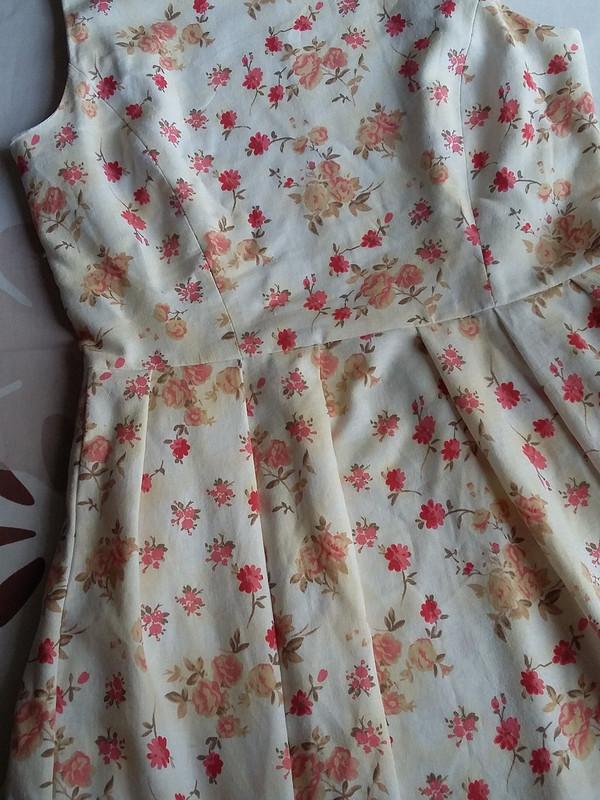 Платье срельефами из50-х