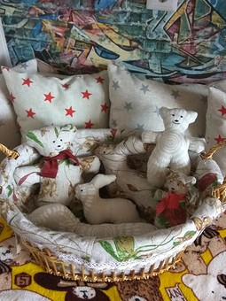 Работа с названием Текстильные игрушки и декоративные подушки