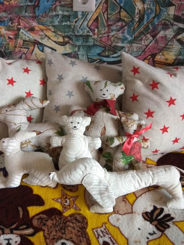 Текстильные игрушки идекоративные подушки