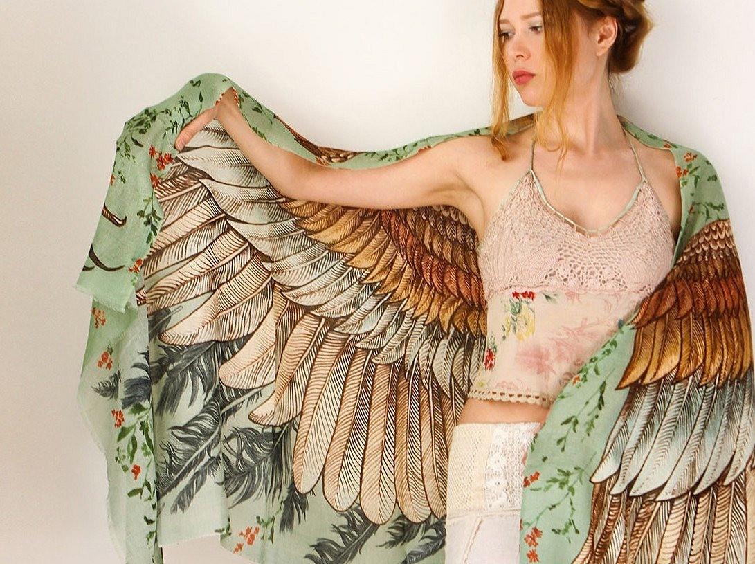 Невероятные расписные шарфы Розы Хамитовой