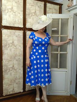 Работа с названием Платье  в горох.