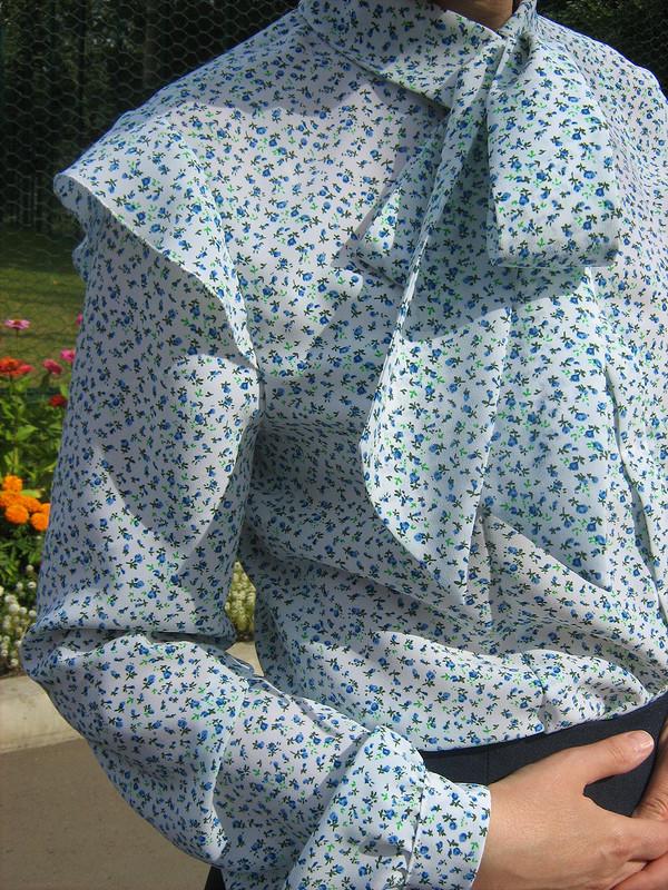 Блузка скрылышками нарукавах
