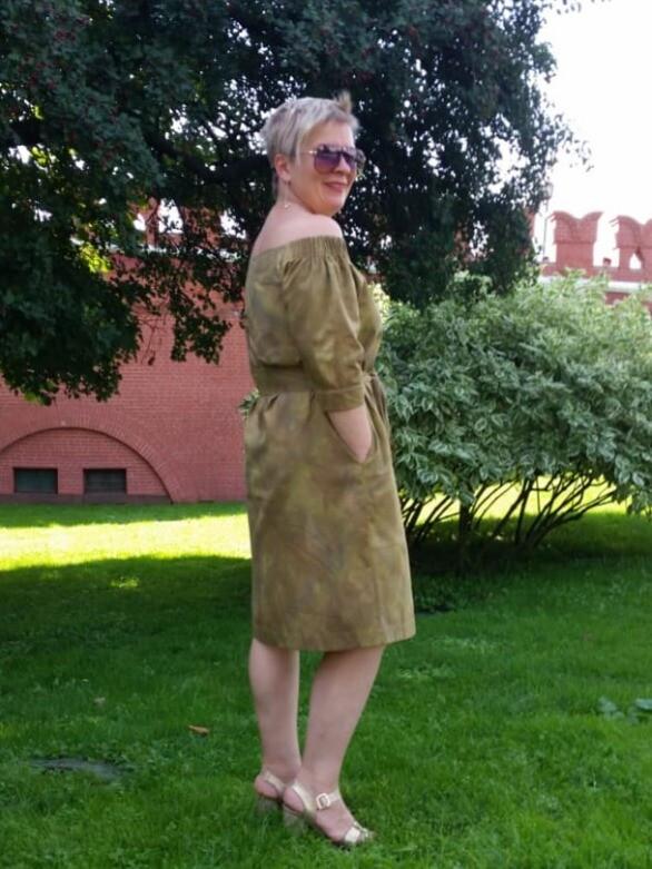 Платье соткрытыми плечами
