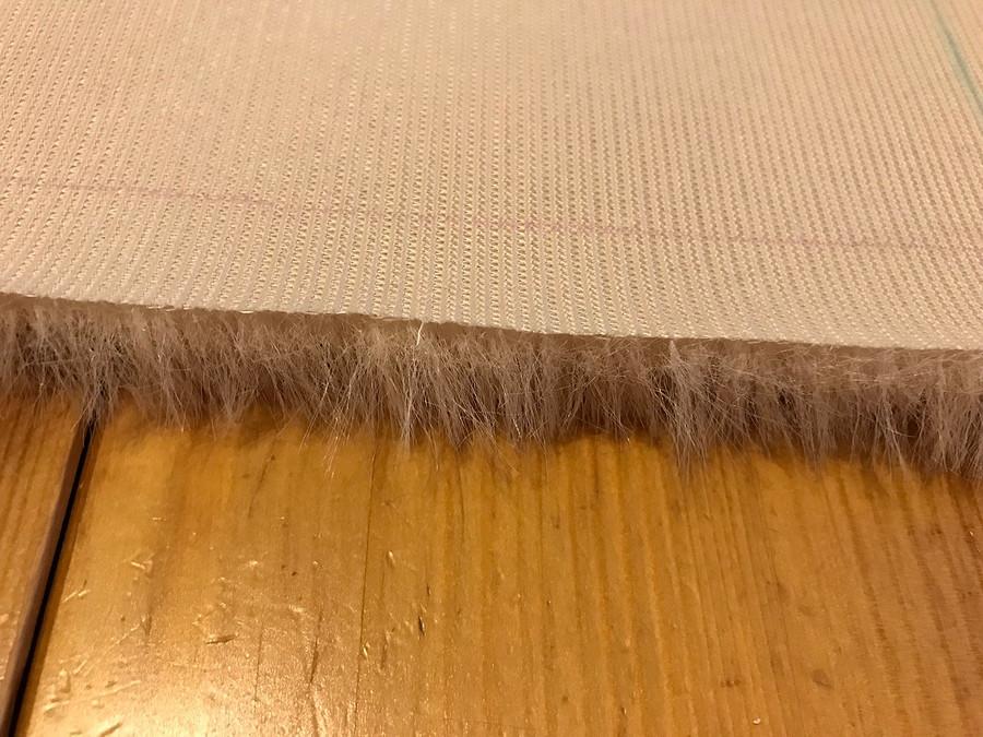 Как раскроить искусственный мех иизбежать сыпучести ворсинок