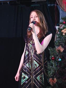 Работа с названием Платье новогоднее с пайетками