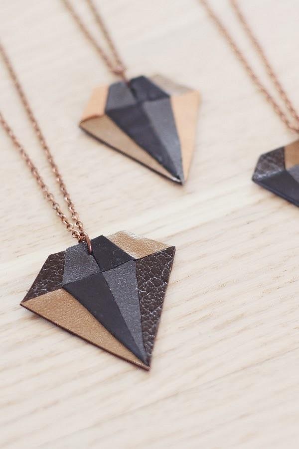 Необычные ожерелья изкожи: 7 идей синструкциями