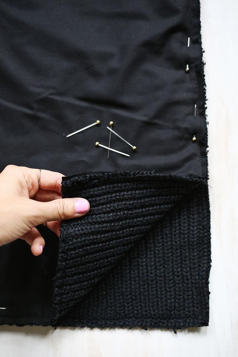 Подушка изстарого свитера свышивкой крестом: мастер-класс