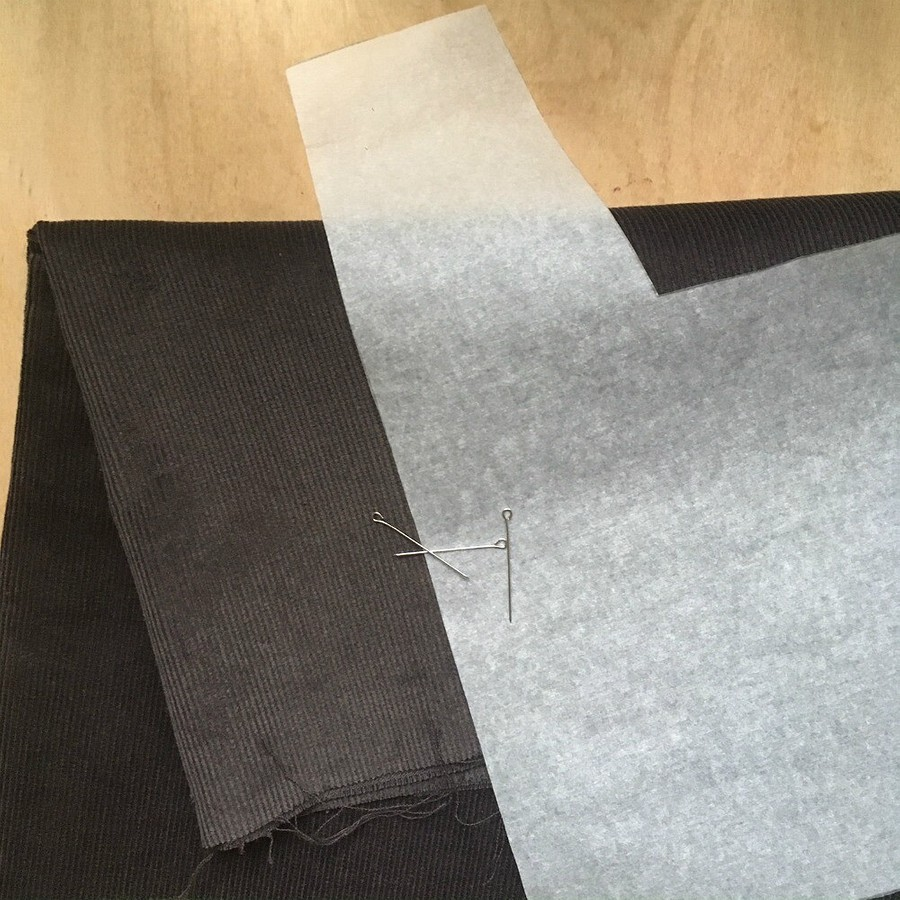 Лайфхак: как разметить сизнанки направление рубчиков намикровельвете иподобных материалах