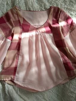 Работа с названием Блузка из двух рубашек, дополненная шнуровкой