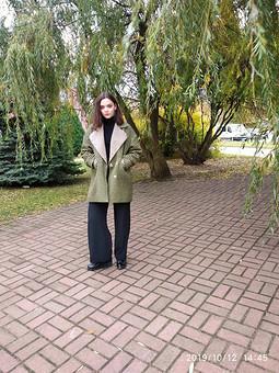 Работа с названием Непродуваемое пальто и брюки