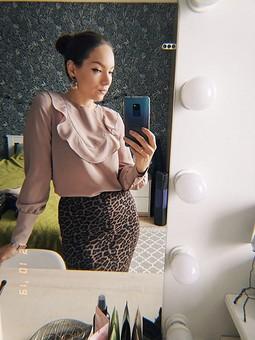 Работа с названием Шелковая блузка