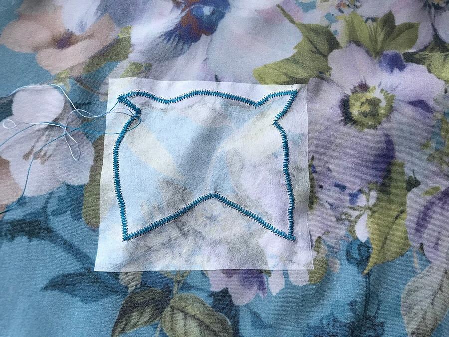 Шёлковое наваждение: аппликация изделикатной ткани