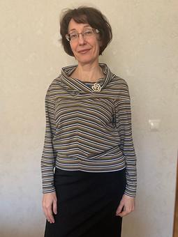 Работа с названием Два пуловера по одной выкройке