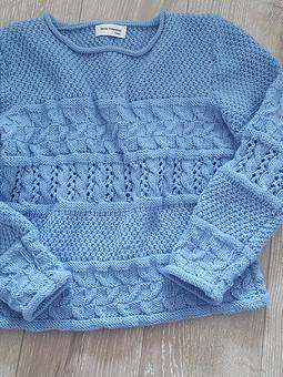 Работа с названием Голубой свитер