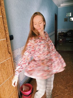Работа с названием Яркая блузка с баской!