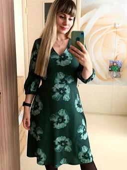 Работа с названием Изумрудное платье