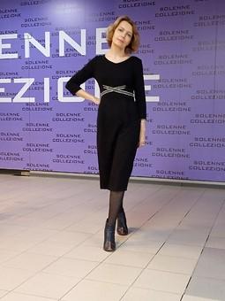 Работа с названием Черное платье