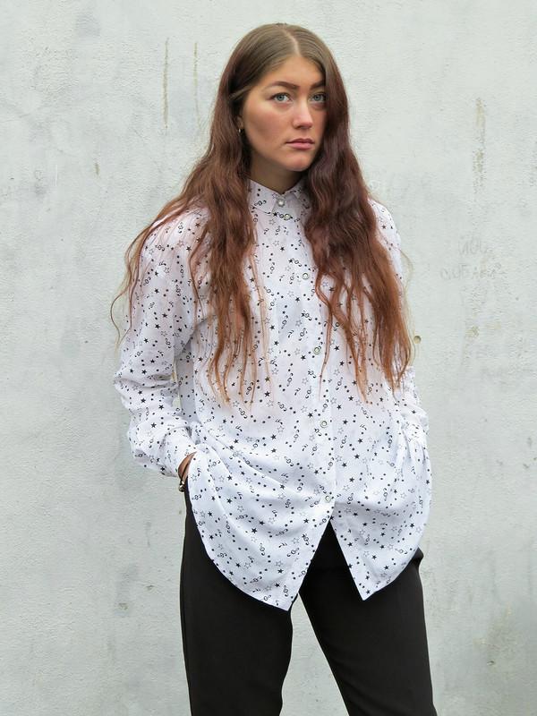 Блуза схарактером ипальто закомпанию(**,)