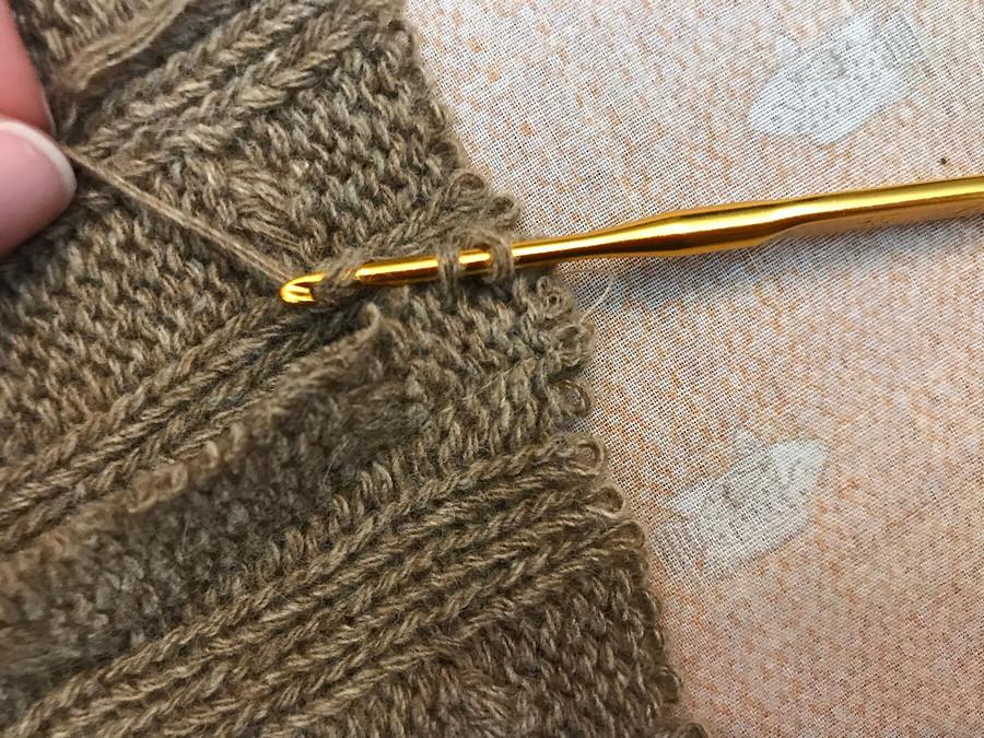 Обработка припусков швов визделии изобъемного вязаного трикотажа