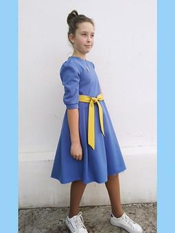 Работа с названием Голубое платьице