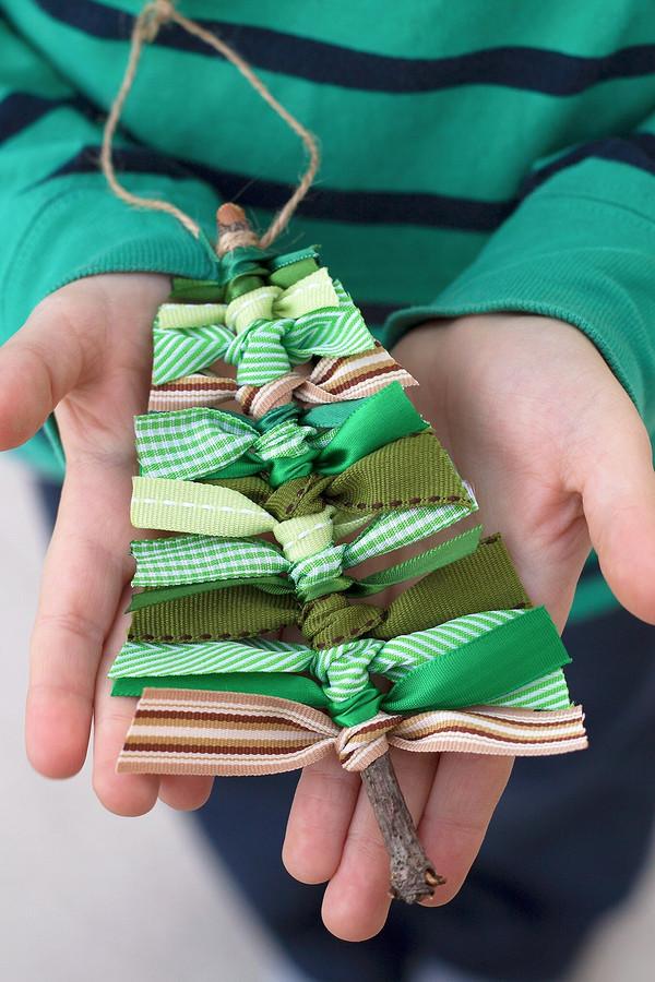 Ваше ёлка будет уникальной: 20 идей игрушек, которые можно сделать своими руками