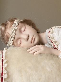 Работа с названием Фарфоровая кукла