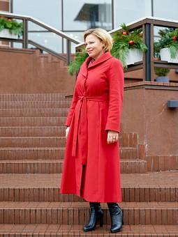 Работа с названием Красное платье-пальто