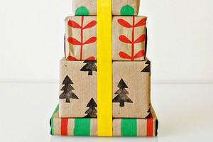 Упаковочная бумага для подарков своими руками: 10 простых и эффектных идей + инструкции