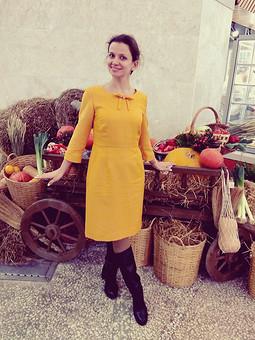 Работа с названием Яркое теплое платье для серых холодных дней