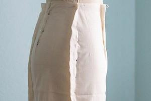 Лайфхак для построения выкройки прямой юбки: строим вытачки на пробнике модели