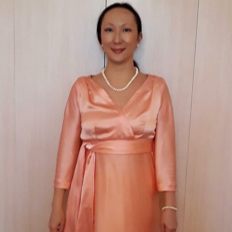 Платье изперсикового атласа от HappyDanara
