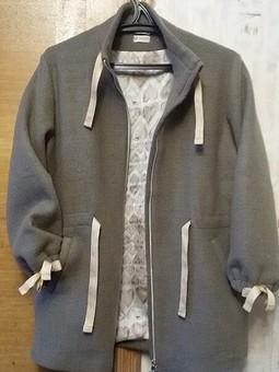 Работа с названием Легкая курточка