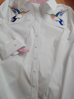 Работа с названием Белая блузка с птичками