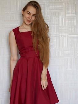 Работа с названием Вишнёвое платье