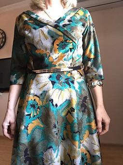 Работа с названием Вот такое платье