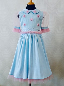 Работа с названием Платье нарядное. Куколка