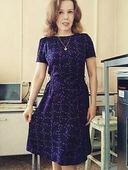 Работа с названием Первое платье весны)