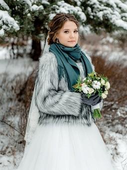 Работа с названием Свадебная шубка для дочки