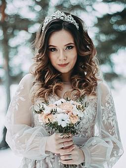 Работа с названием Свадебное платье.