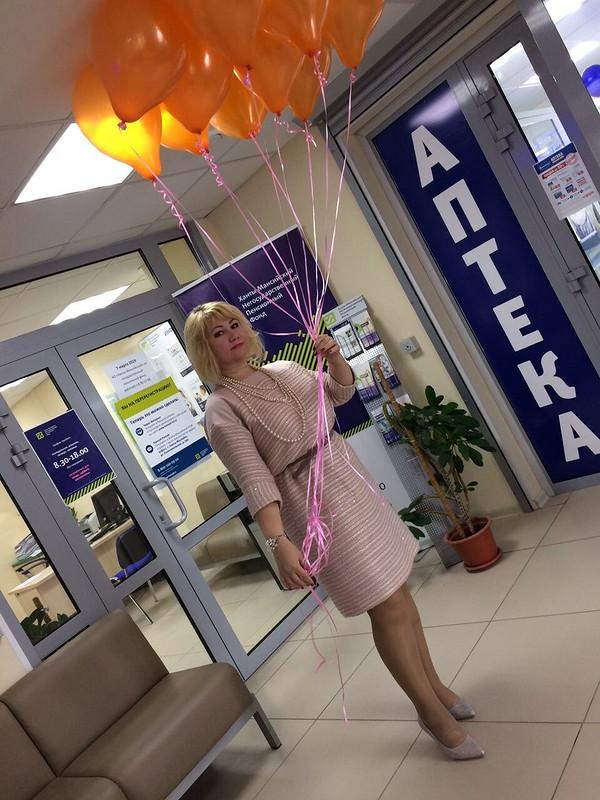 С праздником, милые дамы)))))))