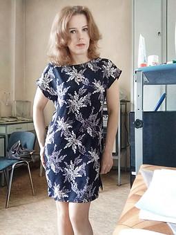 Работа с названием Совсем простое платье)
