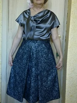 Работа с названием юбка с глубокими складками