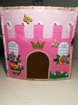 Работа с названием Домик для принцессы
